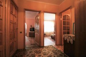 Продается 2-х комнатная квартира на Нивках